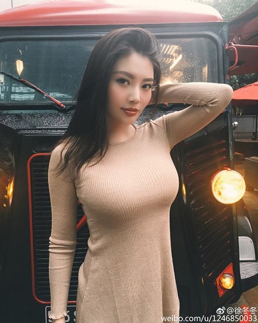 Từ Đông Đông sinh năm 1990và đang phát triển sự nghiệp ca sĩ kiêm diễn viên của mình. Đông Đông là người Cáp Nhĩ Tân và mang trong mình 1/4 dòng máu Hàn Quốc.