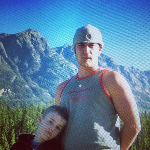 Justin chụp hình cùng cha lúc nhỏ.
