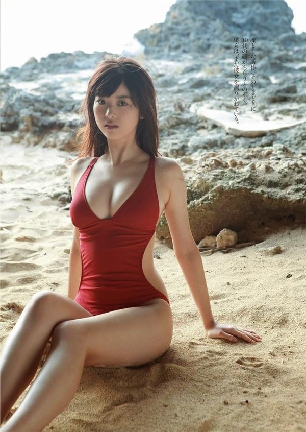 Fumika cho biết, để giữ thân hình đẹp thì cá, rau và hoa quả chính là sự lựa chọn số một. Cô nàng cũng khuyên rằng mọi người không nên ăn quá nhiều tinh bột.