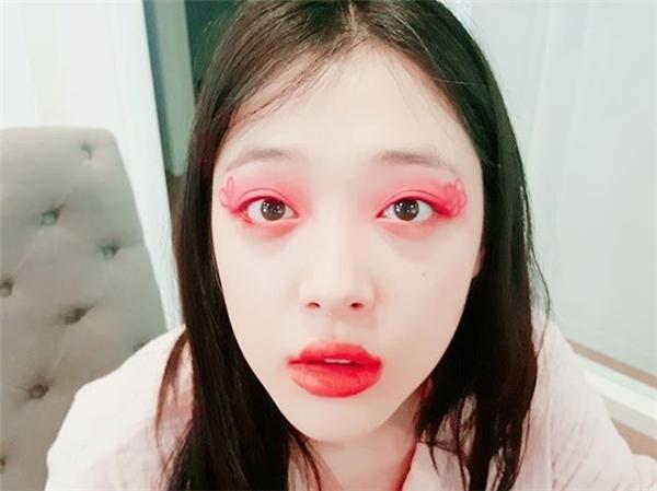 """Bị Sulli phớt lờ, cư dân mạng quay sang """"năn nỉ"""" Choiza"""