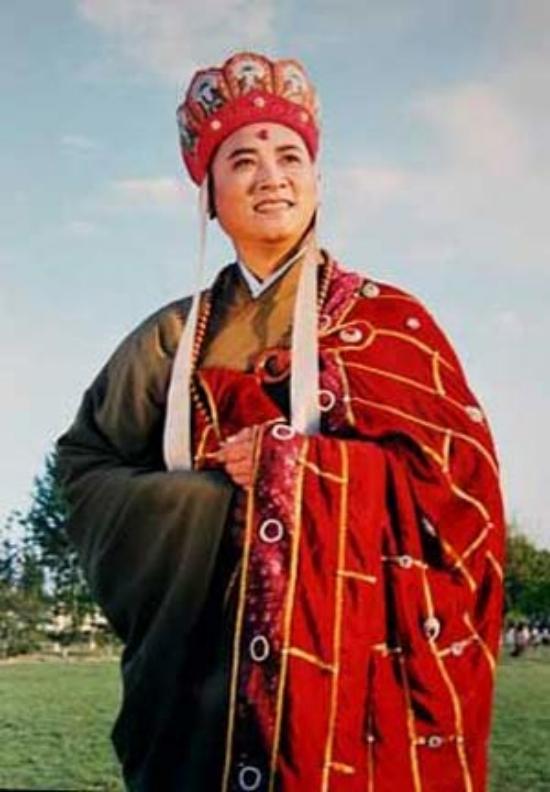 Đường Tam Tạng luôn mang theo trong hành lý chiếc áo cà sao bảo bối ông được tặng.