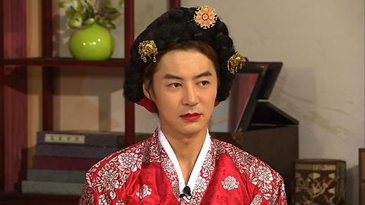 Junjin (Shinhwa) hóa thân thành nhân vật lịch sử Jang Hee Bin trong Shinhwa Broadcast
