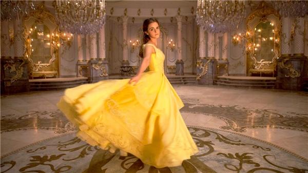 Bộ trang phục lộng lẫy của Belle trên phim.