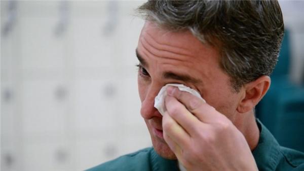 Đặc biệt, Chris đã xúc động đến mức không ngăn nổi những giọt nước mắt khi biết rằng chú chó Clyde đã giúp Tucker có được những tiến bộ đáng kinh ngạc như thế.