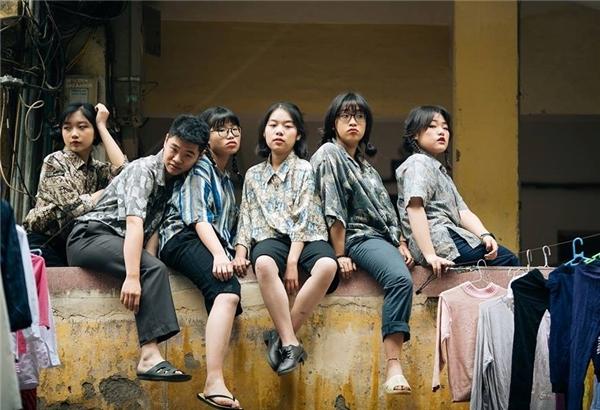 """Mới đây, bộ ảnh kỉ yếuthời bao cấp cực sáng tạo của các bạn trẻ lớp 12D1, trường THPT Chu Văn An, Hà Nội đã """"gây sốt"""" cộng đồng mạng."""