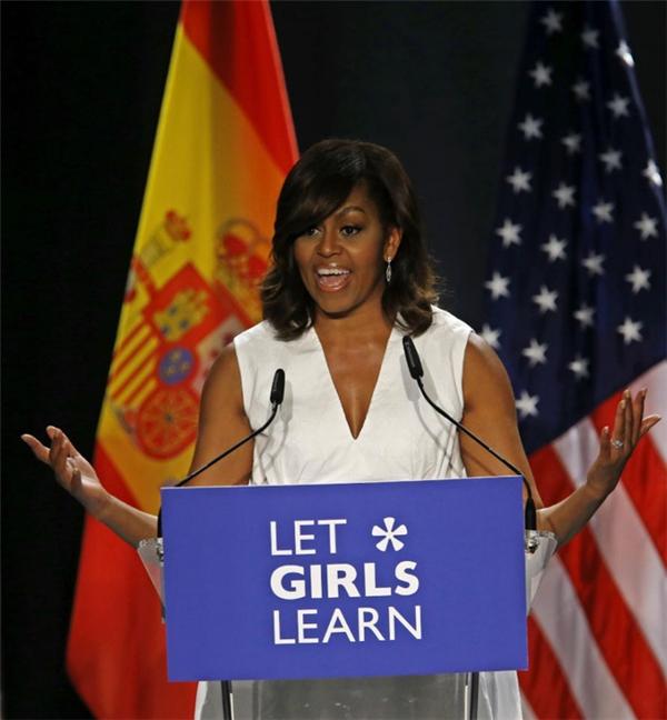 Đồng hành cùng ông Obama chính là đệ nhất phu nhân Michelle Obama.