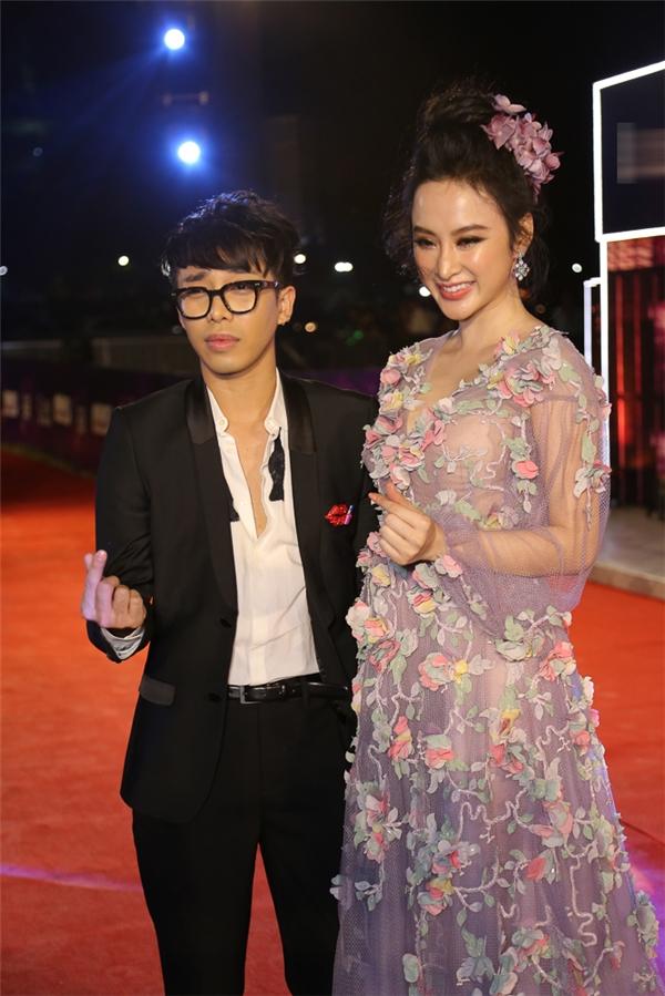 Đi cùng Angela Phương Trinh là stylist Hoàng Ku. - Tin sao Viet - Tin tuc sao Viet - Scandal sao Viet - Tin tuc cua Sao - Tin cua Sao