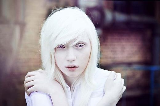 Một Nastsya xinh đẹp, với đôi mắt hút hồn cùng đôi môi căng mọng.