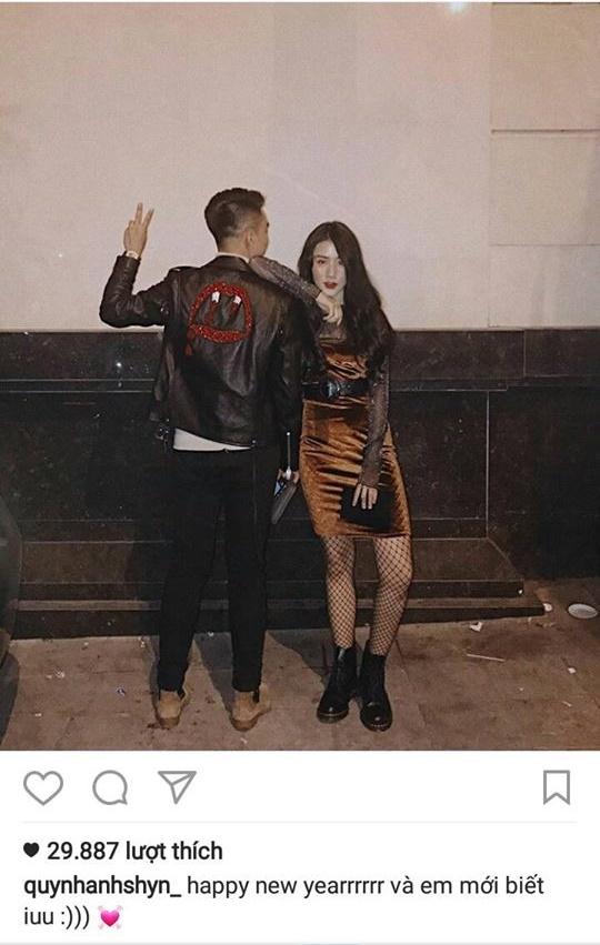 Bức ảnh cô nàng đăng tải chúc mừng năm mới bên bạn trai.(Ảnh: Internet)