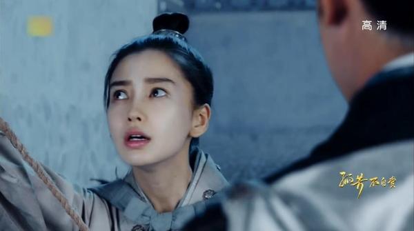 Fan phẫn nộ khi Angela Baby-Chung Hán Lương quay phim
