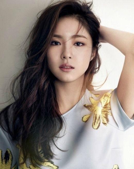 Shin Se Kyung là một trong những nữ diễn viên kiêm người mẫu sở hữu nhan sắcquyến rũ của Hàn Quốc.