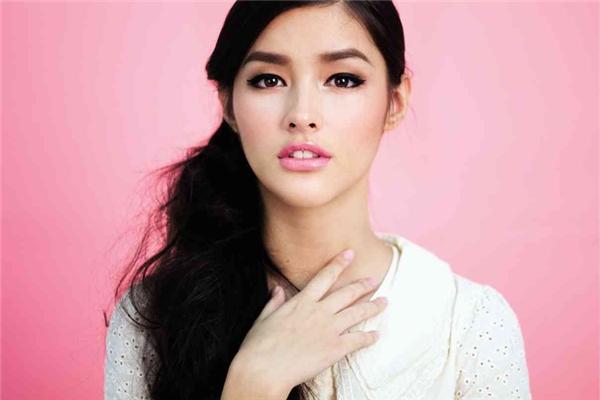 10. Philippines: Phụ nữ ở quốc gia này sở hữu nét đẹp dịu dàng và đáng yêu với những đường nét dễ thương trên khuôn mặt. Đây cũng là quốc gia xếp thứ hai về số lần chiến thắng trong 4 cuộc thi sắc đẹp quốc tế là Hoa hậu Thế giới, Hoa hậu Hoàn vũ, Hoa hậu Quốc tế, và Hoa hậu Trái Đất.