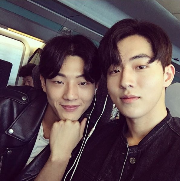 """Chẳng phải tình tay ba đâu, đây mới là """"mĩ nam"""" bên đời Nam Joo Hyuk"""