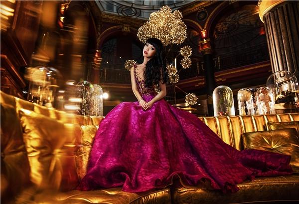 Với sự chuẩn bị kỹ lưỡng, show diễn trên sẽ mang đến những bộ sưu tập thời trang cao cấp của các nhà thiết kế châu Âu, châu Á, Australia và Mỹ trong khoảng một giờ trình diễn.
