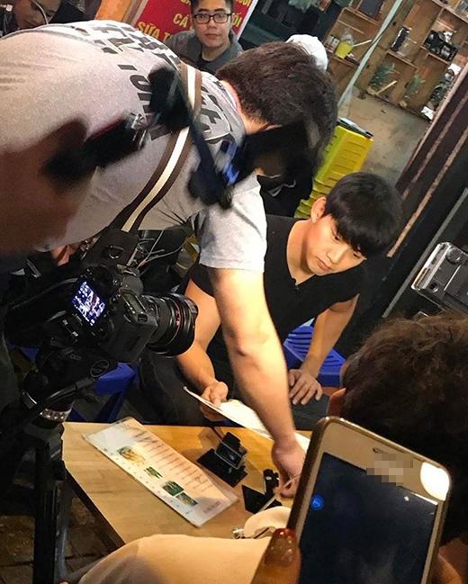 Fan sốt với hình ảnh Taecyeon (2PM) thân thiện khám phá Việt Nam