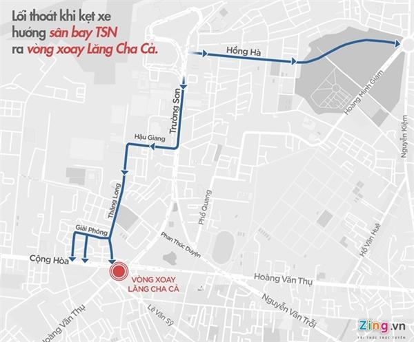 Lối thoát khi kẹt xe từ sân bay Tân Sơn Nhất ra vòng xoay Lăng Cha Cả.(Ảnh: Zing)