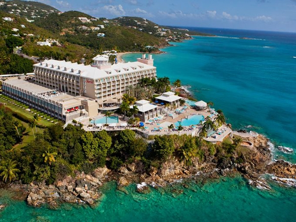 Tại đây, du khách có thể khám phá trung tâm lịch sử với kiến trúc Đan Mạch ở St Croix, đi mua sắm tại các cảng tàu của St Thomas, lên du thuyền đi ngắm cảnh xung quanh các hòn đảo, đi bộ đường dài hoặc tham quan công viên quốc gia ở St John.