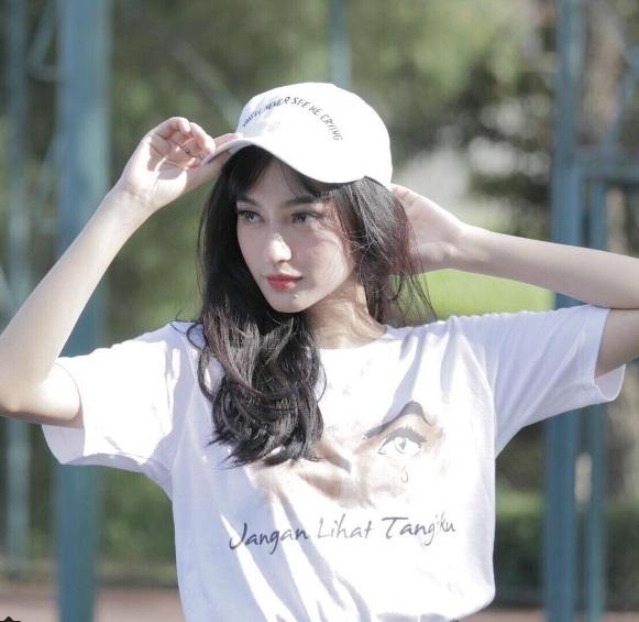 Cô được mệnh danh là bản sao của Phạm Băng Băng ở Indonesia.
