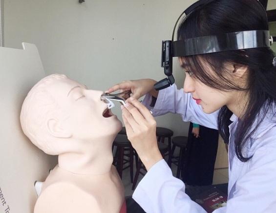 Nữ bác sĩ trẻ tuổi tài sắc vẹn toàn