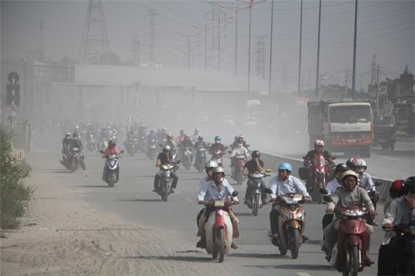 Không khí tại nhiều địa điểm ở Hà Nội rất nguy hại tới sức khỏe người dân.