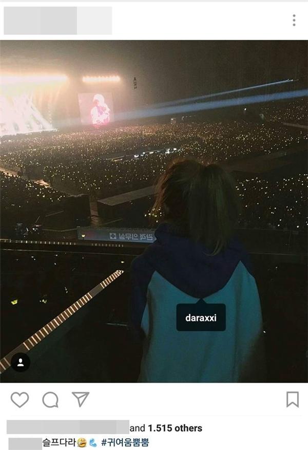 Cô gái được xác định chính là Dara của 2NE1.