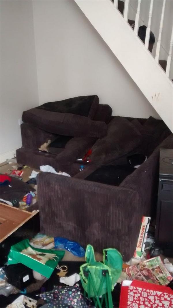 Căn nhà bừa bộn mà Andrea Davies đã bỏ lại.(Ảnh: Mirror)