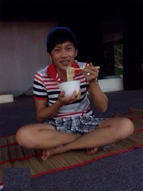 """Mì tômlà món ăn """"khoái khẩu"""" của Hoài Linh bởi sự tiện dụng của nó. - Tin sao Viet - Tin tuc sao Viet - Scandal sao Viet - Tin tuc cua Sao - Tin cua Sao"""