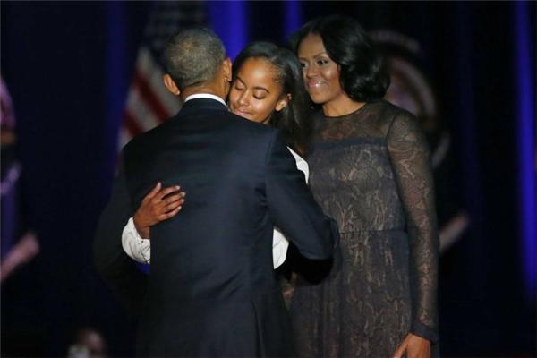 Obama cũng không quên nhắc đến hai cô con gái trong bài phát biểu.
