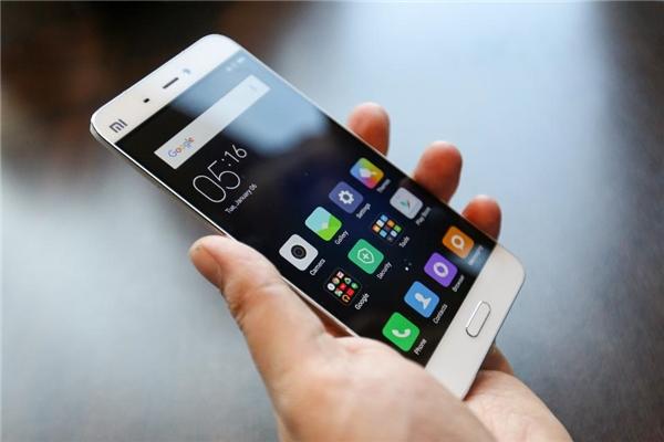 Smartphone sẽ ngày càng chậm sau một thời gian sử dụng. (Ảnh: internet)