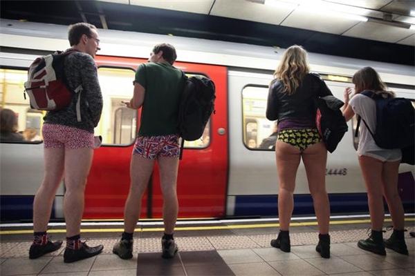 Chuyện gì đã xảy ra ở London?(Ảnh: Mirror)