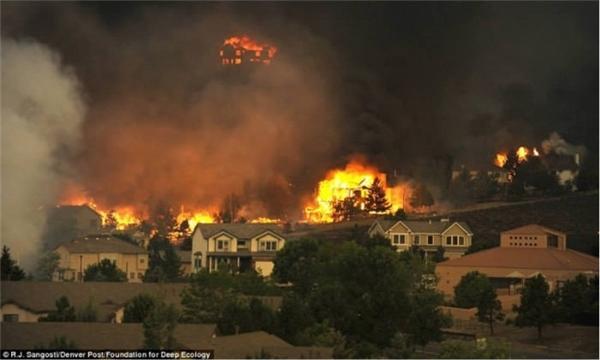 Biển lửa do thay đổi khí hậu gây ra đang nuốt chửng Colorado.