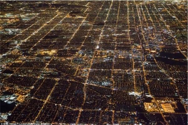 Năng lượng tiêu hao cho mỗi đêm ở thành phố Los Angeles náo nhiệt bậc nhất thế giới là bao nhiêu?