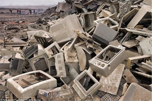 Thứ chúng ta cần sợ không phải là nghĩa trang người chết,mà là nghĩa trang của các thiết bị điện tử hư hỏng này, vì nó là cầu nối đưa chúng ta đến ngày tận thế nhanh hơn lúc nào hết.