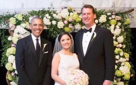 Hình ảnh ông Obama xuất hiện tại đám cưới nhân viên Nhà Trắng.