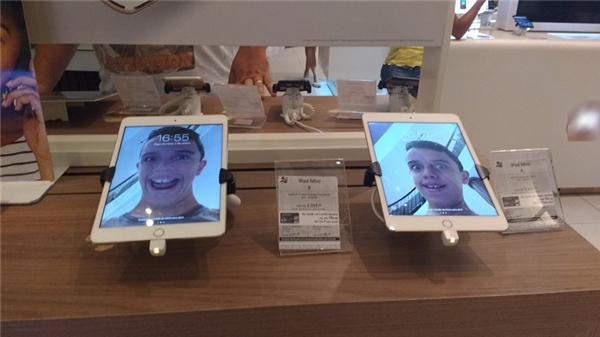 Vô cửa hàng chụp selfie và dùng làm ảnh nền luôn.