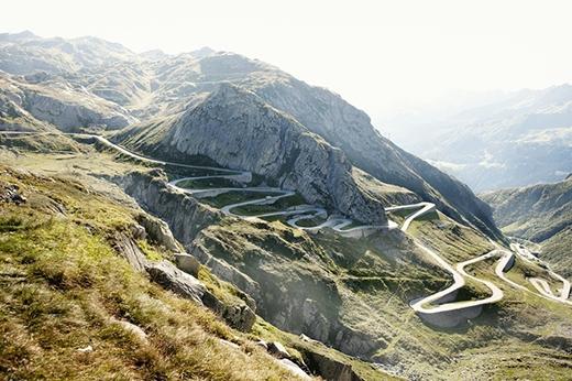Đây là con đường đèo cao nhất trên dãy núi Alps.Nó sẽ khiến bạn ngạc nhiên với những cảnh vật trên đường đi dài đến 64km đấy.