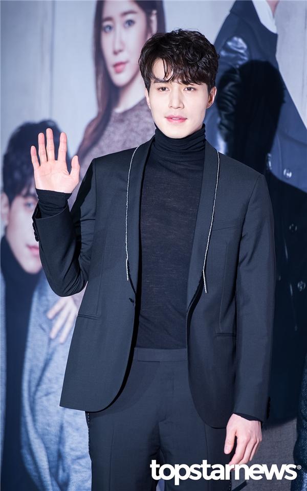 """Lí do """"Thần Chết"""" Lee Dong Wook mãi đóng phim vẫn chưa nổi tiếng"""