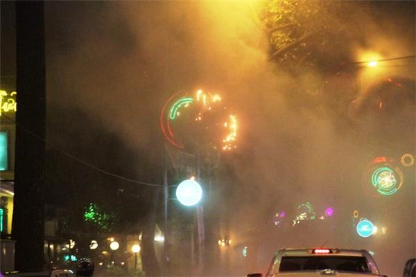 Cháy nổ dàn đèn trang trí Tết ở Sài Gòn, nhiều người hoảng loạn