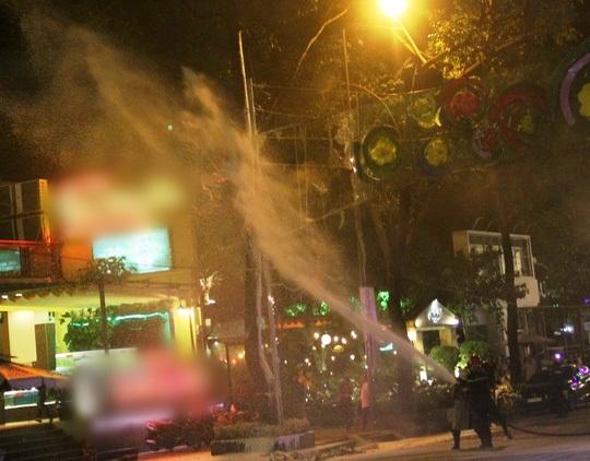 Lực lượng cảnh sát PCCC đã có mặt ngay sau đó để dập tắt đám cháy. (Ảnh: internet)