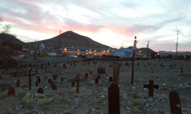Không chỉ vậy, cách khách sạn này không xa chính là… nghĩa trang Tonopah.