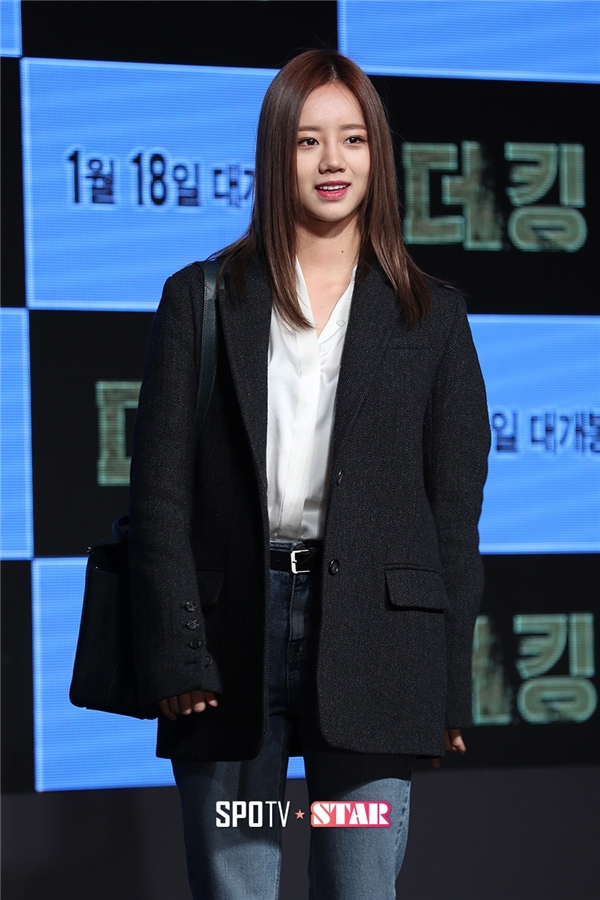 """Hyeri (Girl's Day) tươi tắn có mặt để ủng hộ """"người yêu màn ảnh hụt"""", chàng """"Hwan mặt cún"""" Ryu Jun Yeol."""