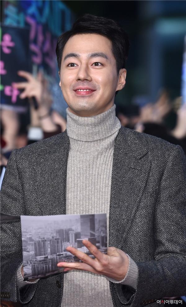 """""""Nàng tiên"""" Lee Sung Kyung một mình vẫn """"cân"""" cả dàn nhan sắc"""
