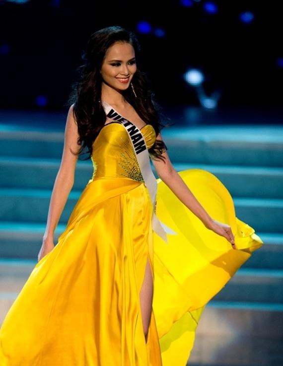 Diễm Hương tại cuộc thi Miss Universe 2012.