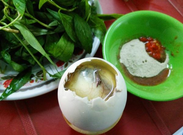 Trứng vịt lộn cũng là món kiêng kị ngày Tết.