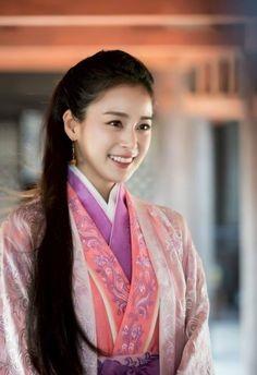 Hiếm khi nhận vai diễn cổ trang nhưng một khi đã nhập vai thì cô lại ngay lập tức lọt top những người đẹp cổ trang đẹp nhất xứ Hàn.
