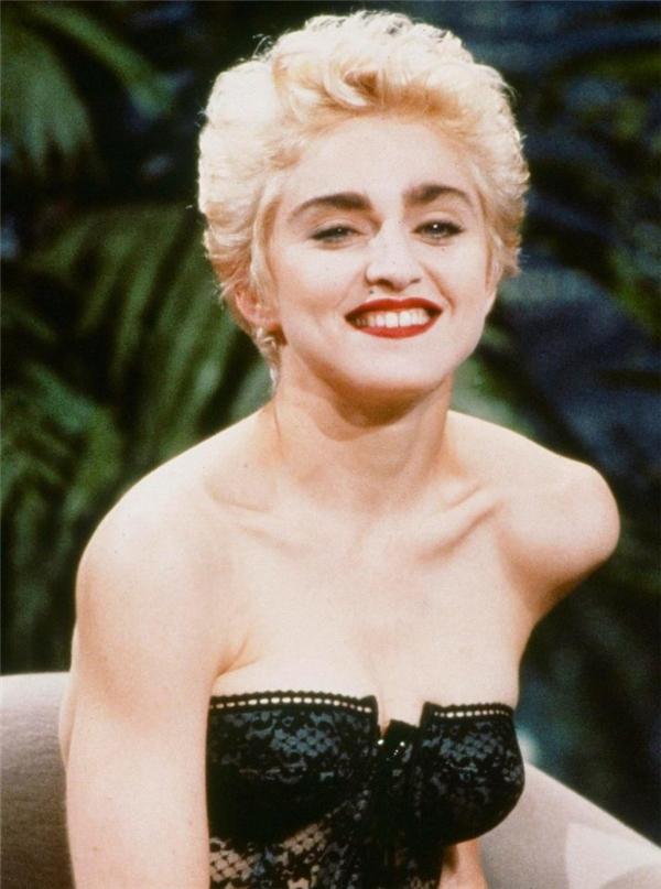 ...vì trông quá giống Madonna thời trẻ.