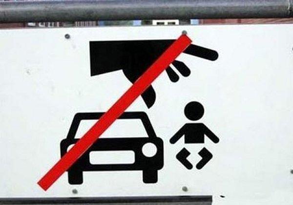 Cấm vứt trẻ nhỏ ra khỏi xe