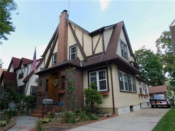 Ngôi nhà thời thơ ấu của ông Donald Trump nằm ở khu dân cư Jamaica Estates thuộc Queens, New York.