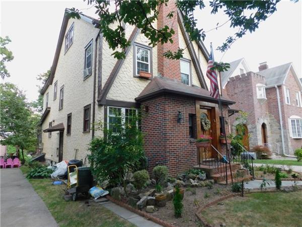 Căn nhà hài hòa với phần còn lại của khu phố.