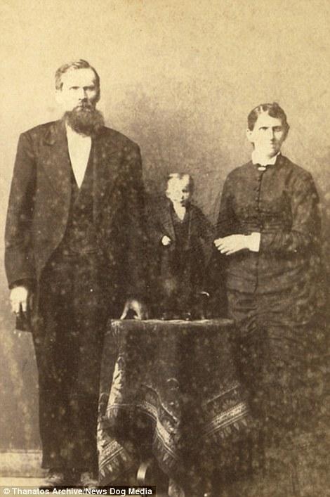 Cậu bé 5tuổi tên Dudley Foster gây chú ý khi cao chỉ 23cm.